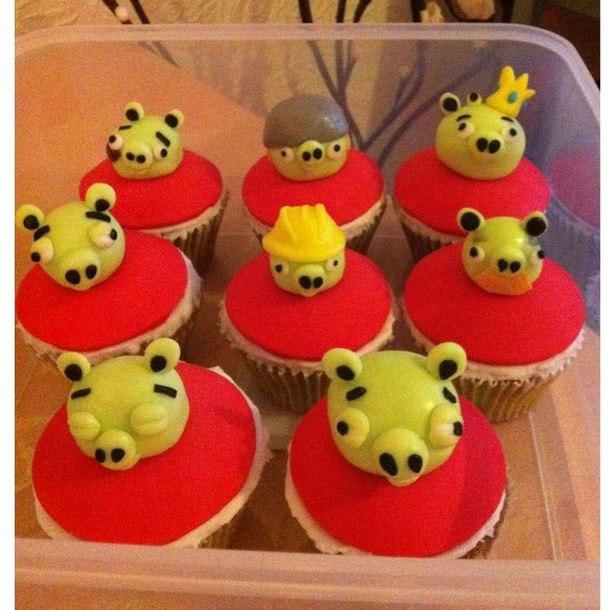 可爱小蛋糕 主角是当红的 angry birds